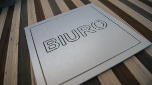 Dibond frezujemy realizacje z dibonu panel srebrny