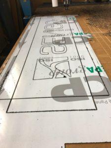 Frezowanie dibondu na kaseton reklamowy