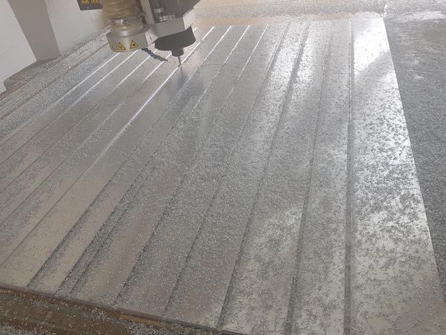 Frezowanie cnc i wycinanie cnc blachy aluminiowej
