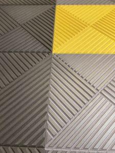 Ryflowane panele z mdf barwionego w masie