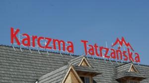 litery bloko, karczma tatrzańska, litry na dach, reklama zewnętrzna