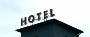 litery blokowe,litery 3D, litery przestrzenne, reklama hoteli, producent reklamy, frezowanie liter